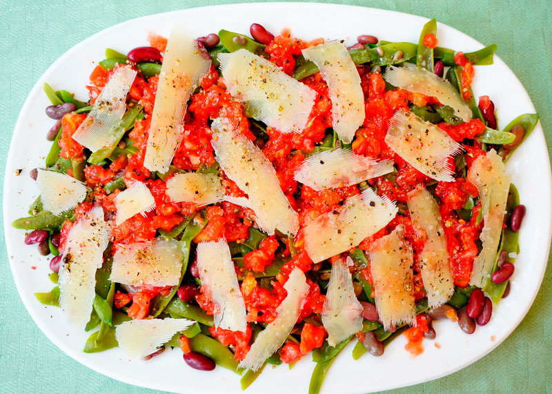 Салат из зеленой фасоли с помидорами фото