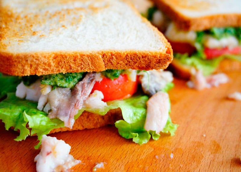 Сэндвичи с рыбой и зеленым песто рецепт фото