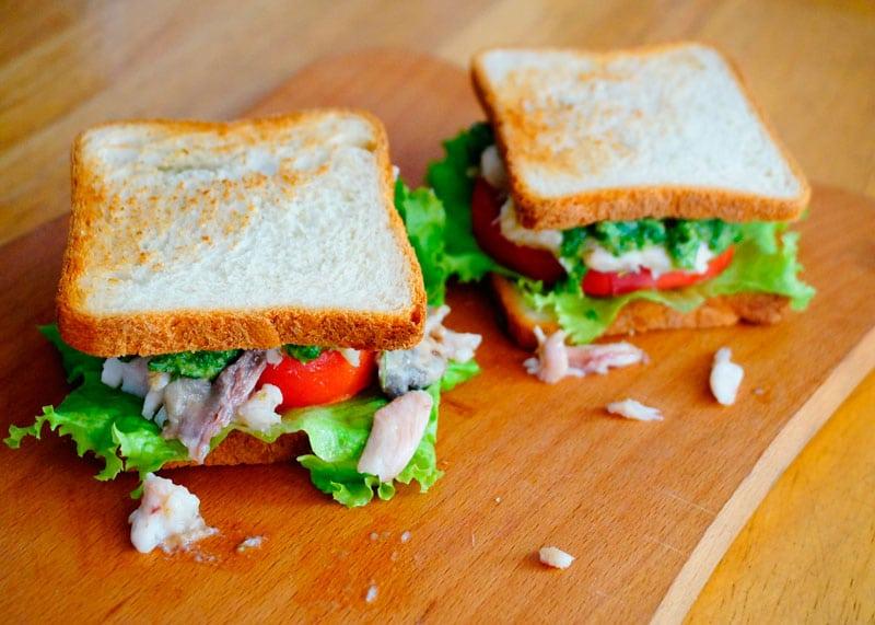 Сэндвичи с рыбой и зеленым песто фото