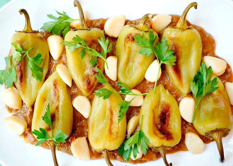 Сладкие перцы с лимонно-инжирным соусом фото