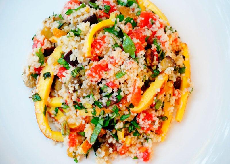 Теплый салат из кус-куса и омлета рецепт фото