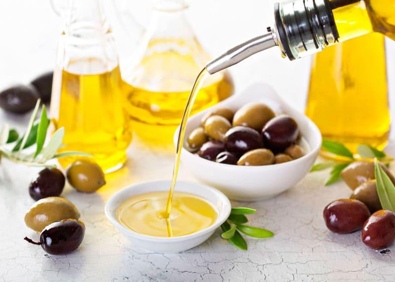 Оливковое масло из оливок фото