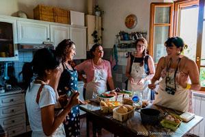 Семейный обед в Италии фото