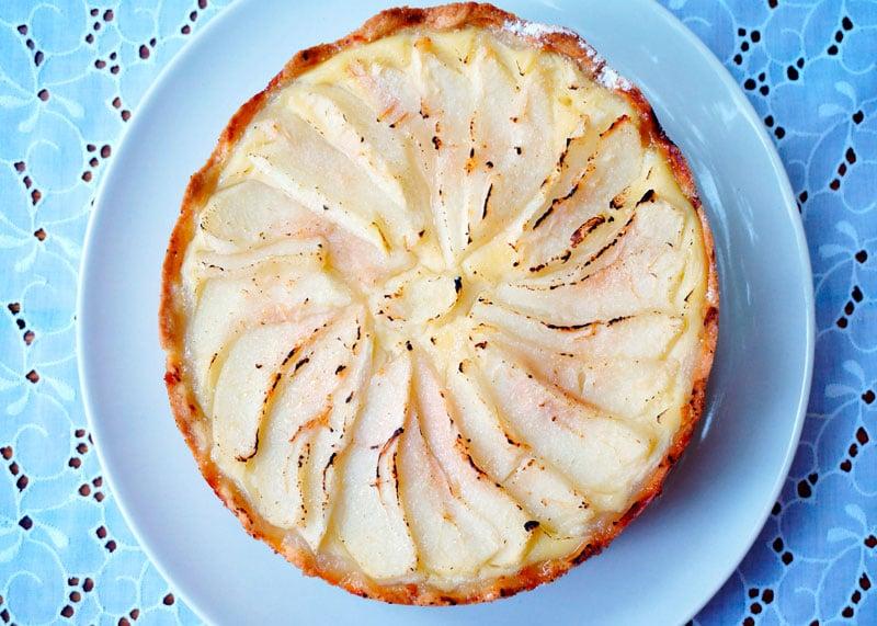 Пирог с заварным кремом и грушами фото
