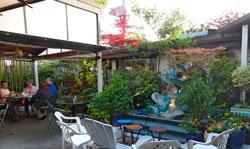 Уголок на повороте ресторан фото