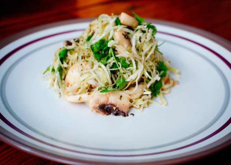 Салат из капусты, грибов и кинзы приготовление фото