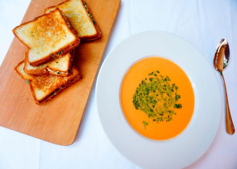 Томатный суп с зеленым песто рецепт фото