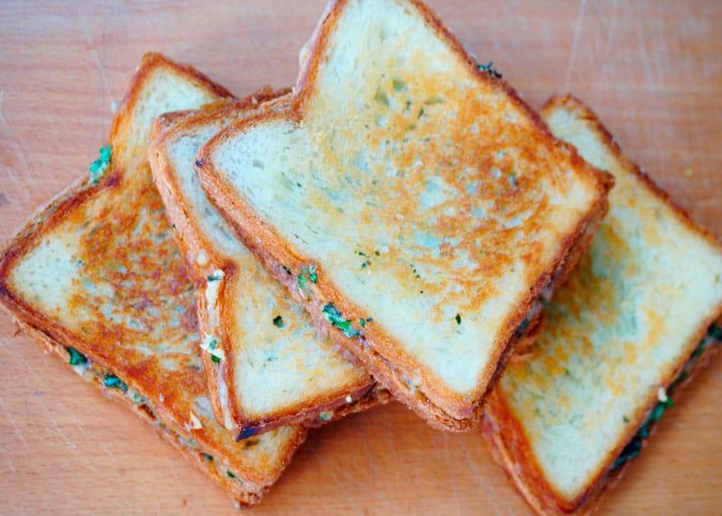 Тосты с сыром и зеленью рецепт фото