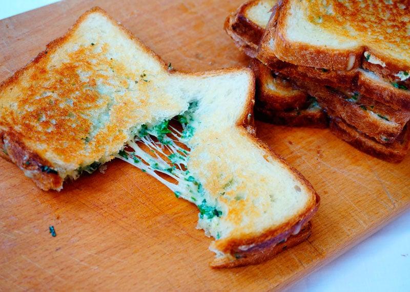 Тосты с сыром и зеленью фото