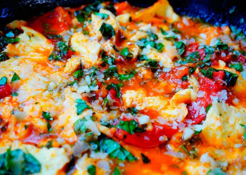Яичница-болтушка с томатным соусом рецепт фото