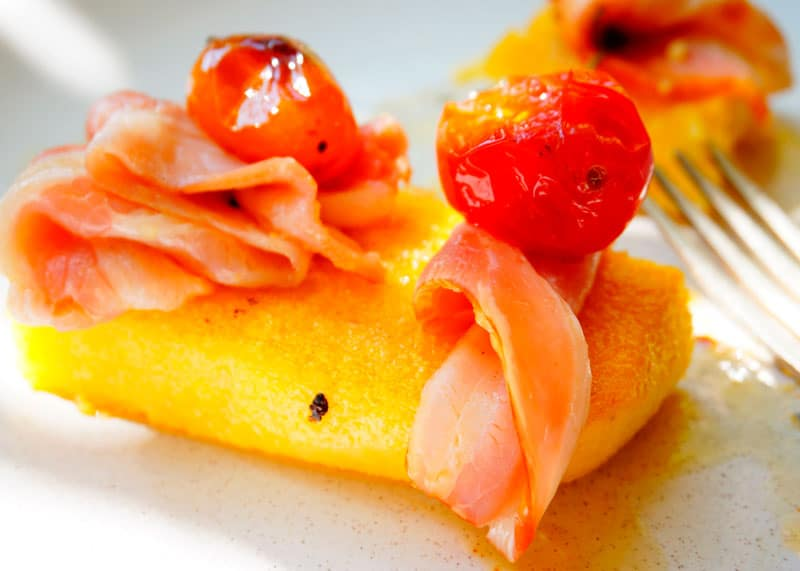 Полента с беконом и помидорами рецепт фото