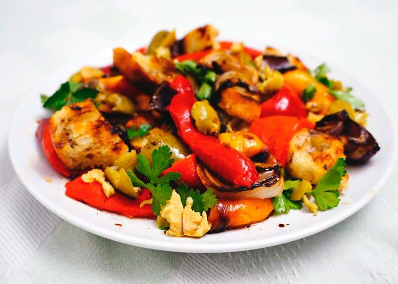 Теплый салат из сладкого перца рецепт фото