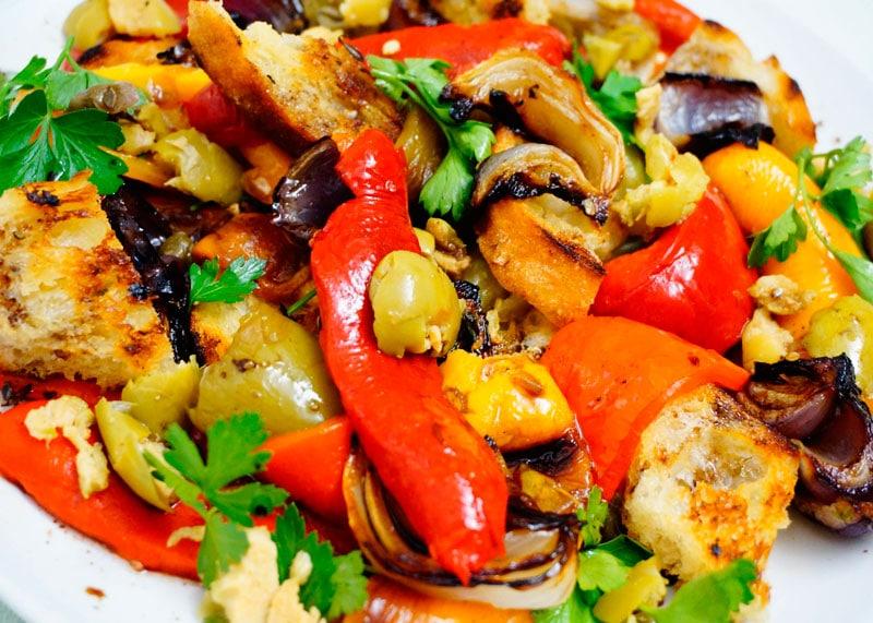 Теплый салат из сладкого перца приготовление фото