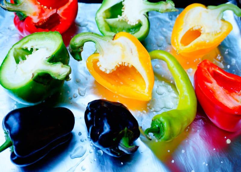Салат капрезе из печеных перцев фото