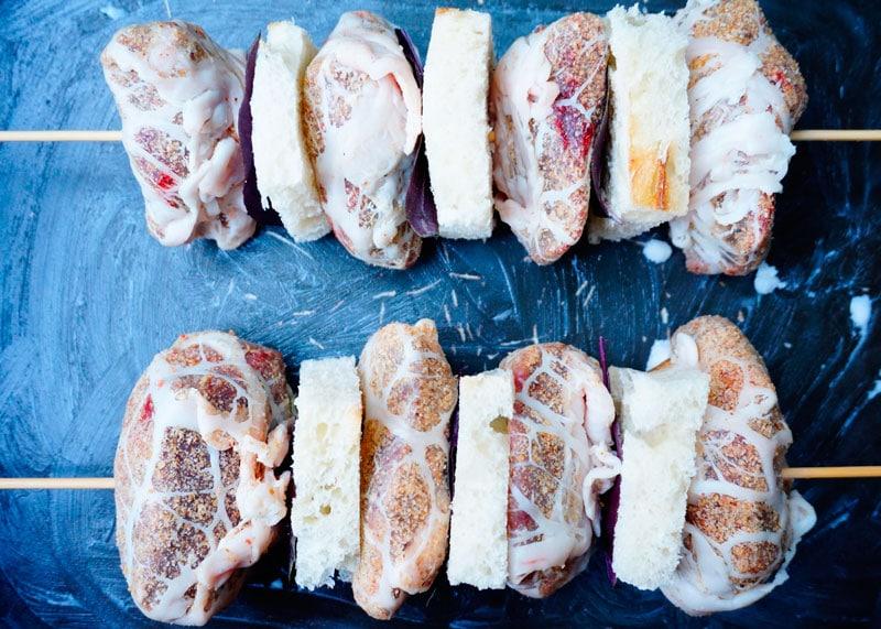 Свиная печень в духовке с кростини фото