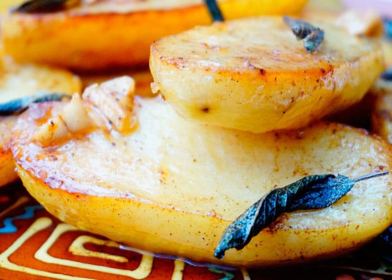 Картофель, жаренный с шалфеем фото