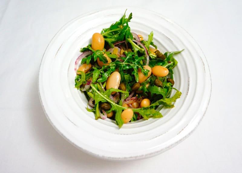 Салат из белой фасоли и рукколы фото
