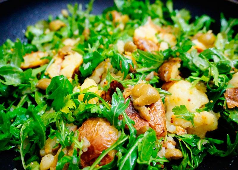 Картофельный салат по-гречески с рукколой фото