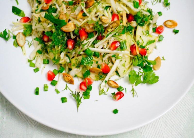 Салат из капусты и граната фото