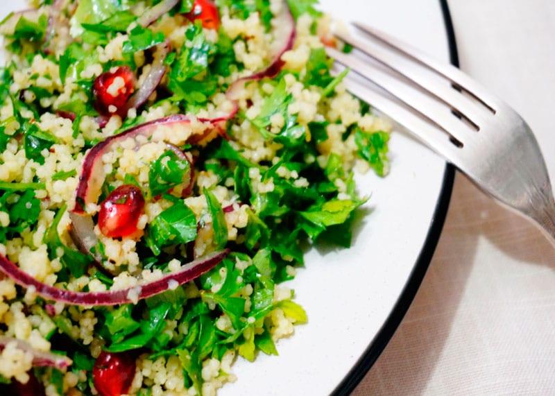 Салат из зелени и кус-куса фото