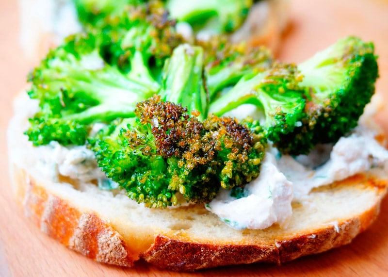 Тосты с брокколи и рикоттой рецепт фото