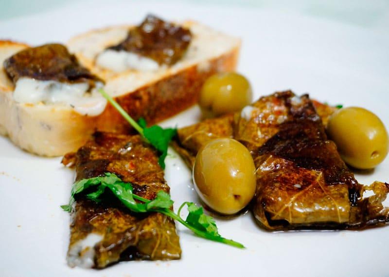 Козий сыр в виноградных листьях приготовление фото