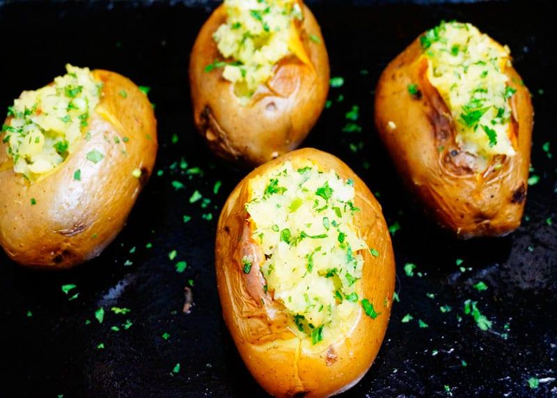 Печеный картофель со сливочным маслом фото