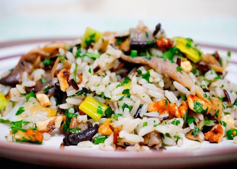 Рис с грецкими орехами и грибами рецепт фото