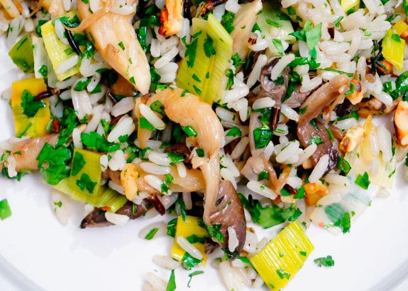 Рис с грецкими орехами и грибами фото