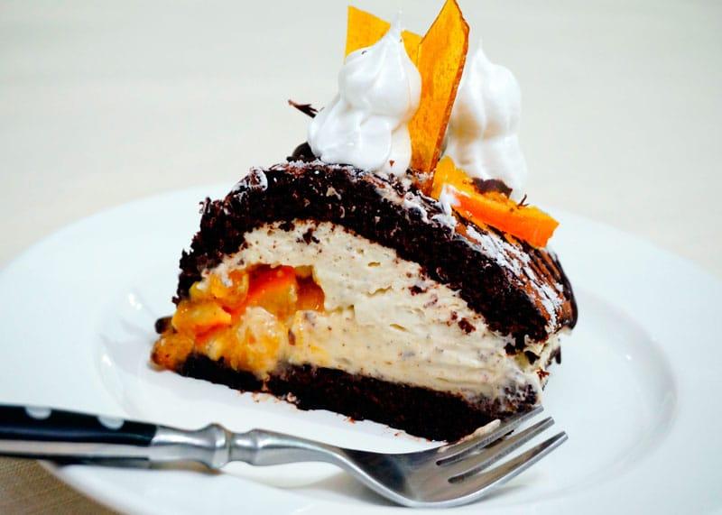 Шоколадное полено с мандариновым мармеладом рецепт фото