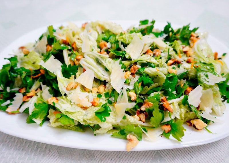 Салат из пекинской капусты и петрушки фото