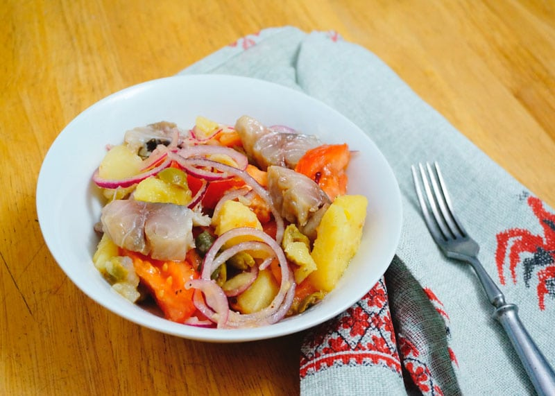 Салат с картофелем и скумбрией рецепт фото