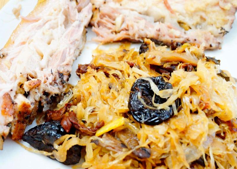 Капуста с грибами и черносливом рецепт фото