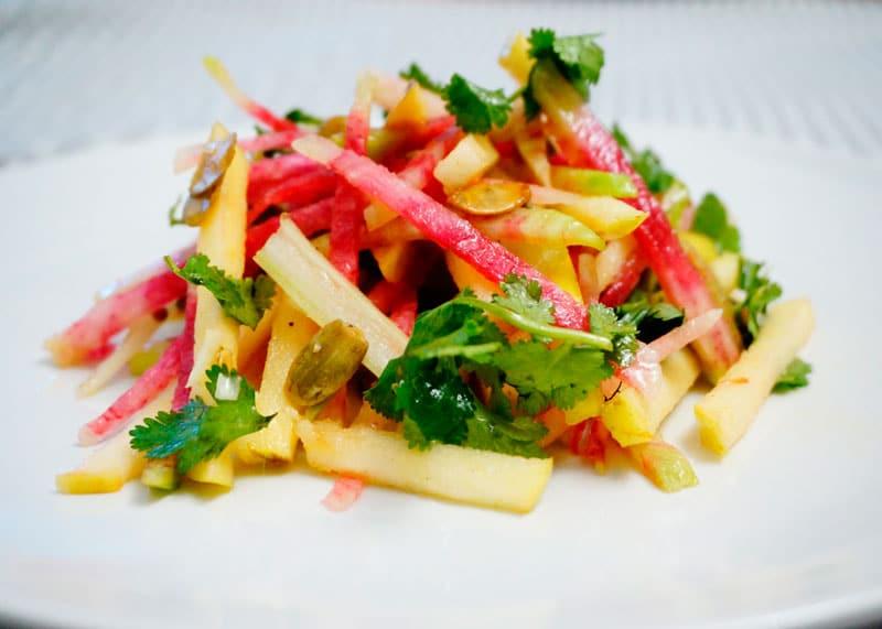 Салат из редьки, яблок и сельдерея приготовление фото