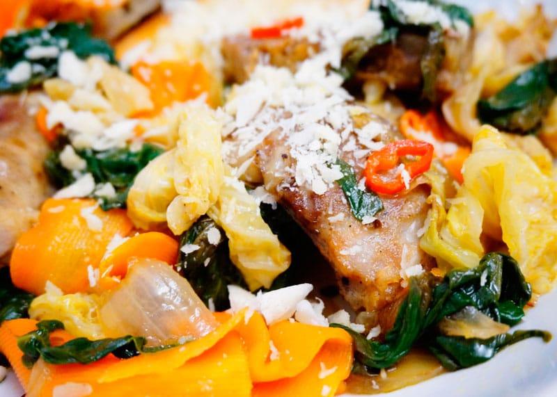Закуска из колбасок и пекинской капусты рецепт фото