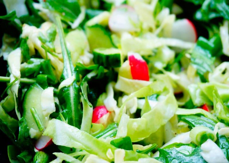 Первый весенний салат фото