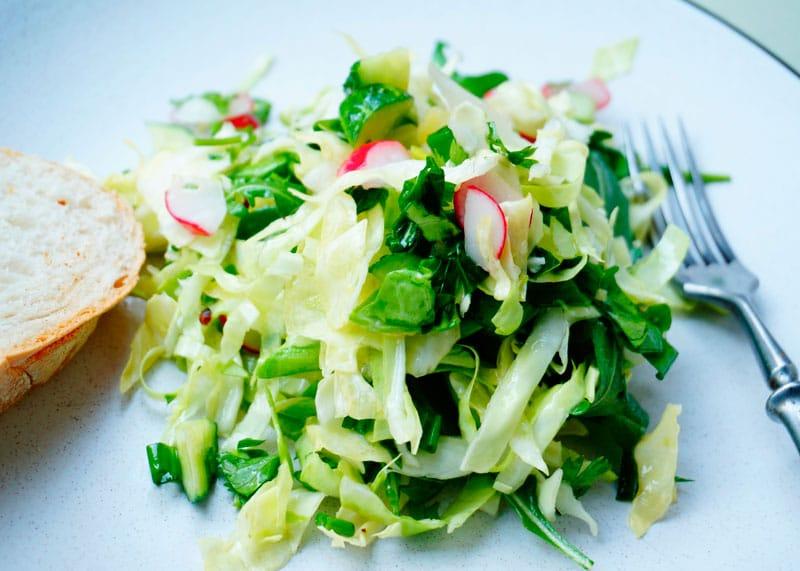 Первый весенний салат приготовление фото