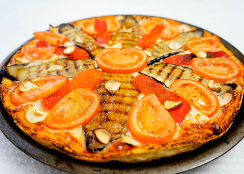 Пицца с баклажаном рецепт фото