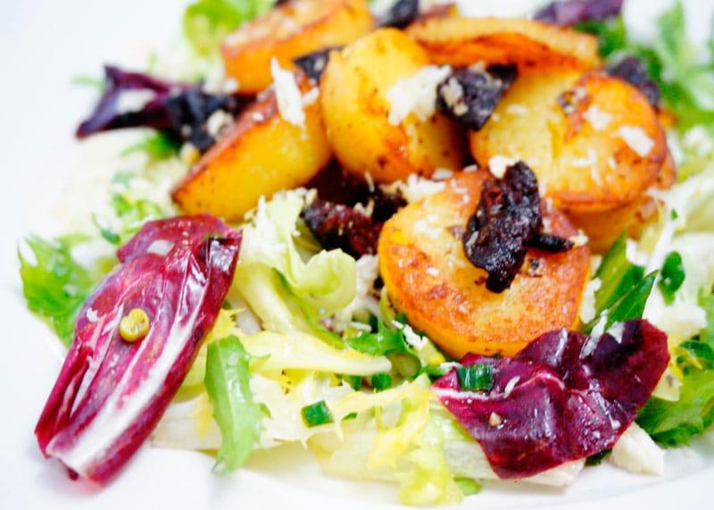 Салат с картофелем и вялеными помидорами рецепт фото