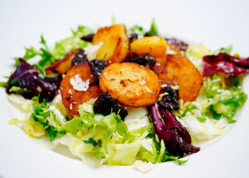 Салат с картофелем и вялеными помидорами рецепт приготовления фото