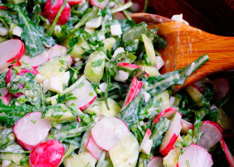 Салат с редисом и огурцами рецепт фото