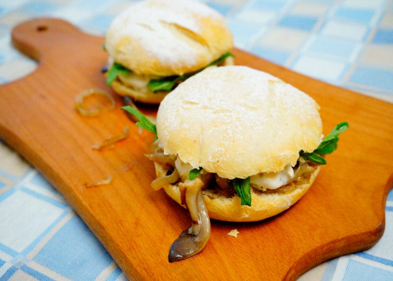 Чисбургер с грибами и рукколой рецепт фото