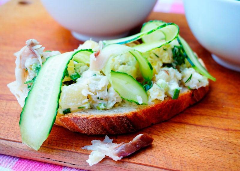 Закуска из копченой скумбрии и картофеля рецепт фото