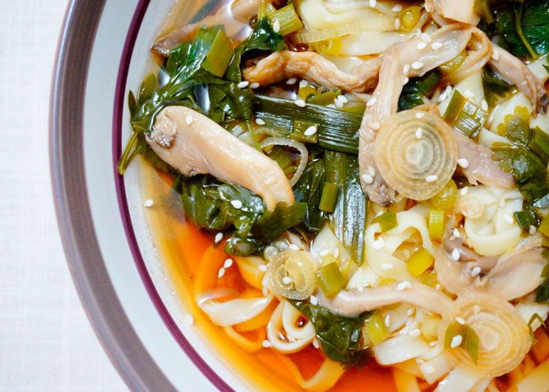 Острый суп с лапшой и грибами рецепт фото