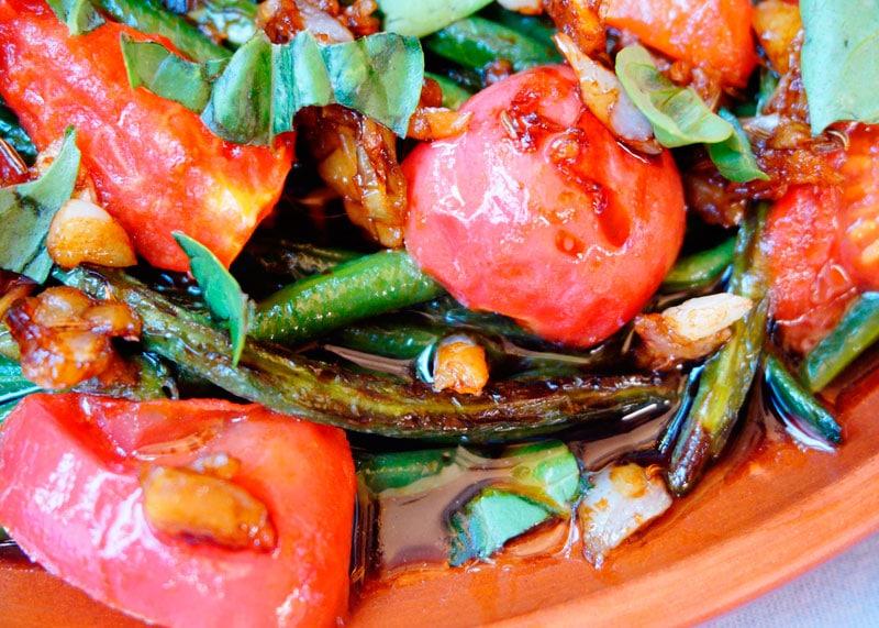 Салат из фасоли и помидоров фото