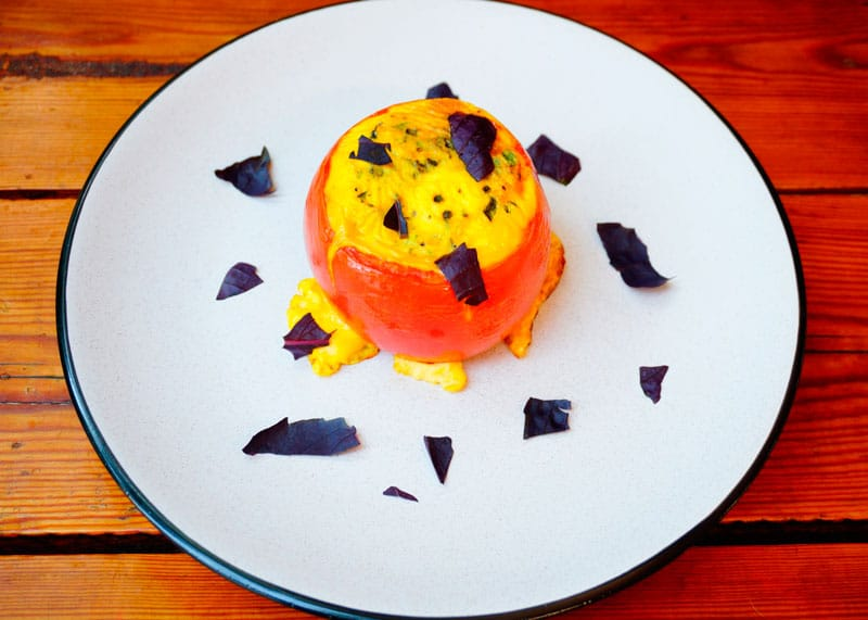 Яйца запеченные в помидорах фото