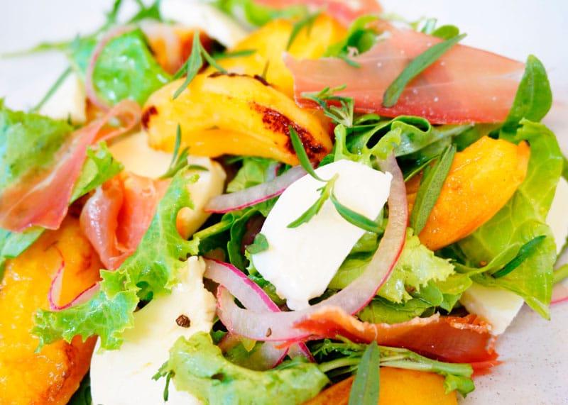 Итальянский салат из абрикосов фото
