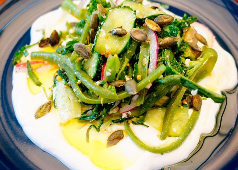 Салат со стручковой фасолью и брокколи фото
