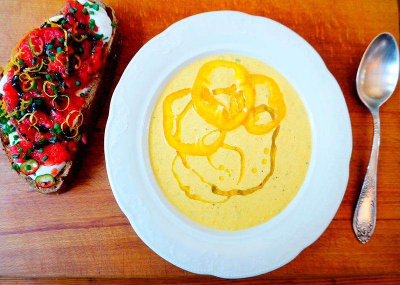 Крем-суп из перца и йогурта фото