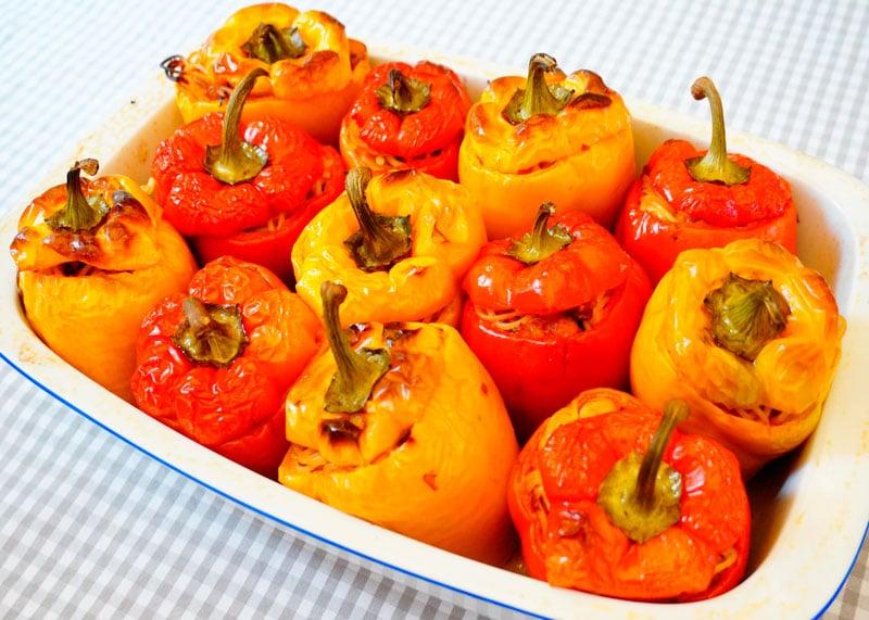 Сладкие перцы с начинкой из спагетти фото